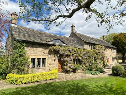 The Bee Room, Stunning Farmhouse, Perfect Location