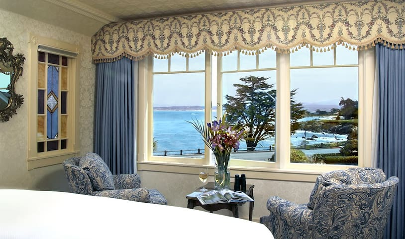 Oceanfront Arbor Room at Seven Gables Inn - Pacific Grove - Bed & Breakfast