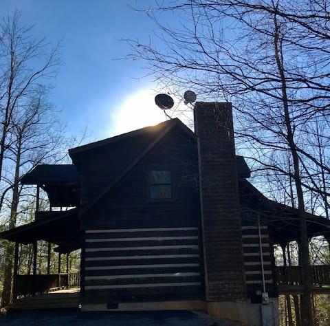 2/2 BLACK BEAR COUNTRY Genuine Timber Cabin -GSMNP