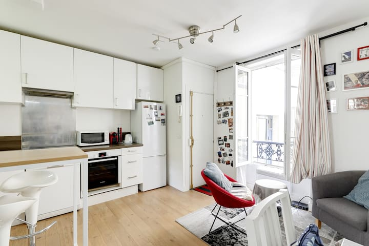 Modern studio in a historical area of Paris