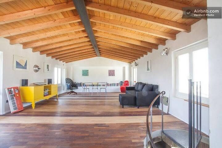 Penthouse Duplex-Unique style, terrace&lake views