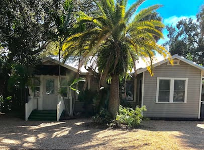 Charming Cottage near downtown Sarasota