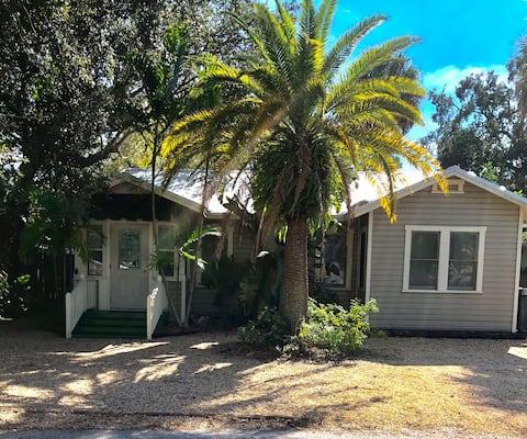 Charming Cottage near downtown Sarasota