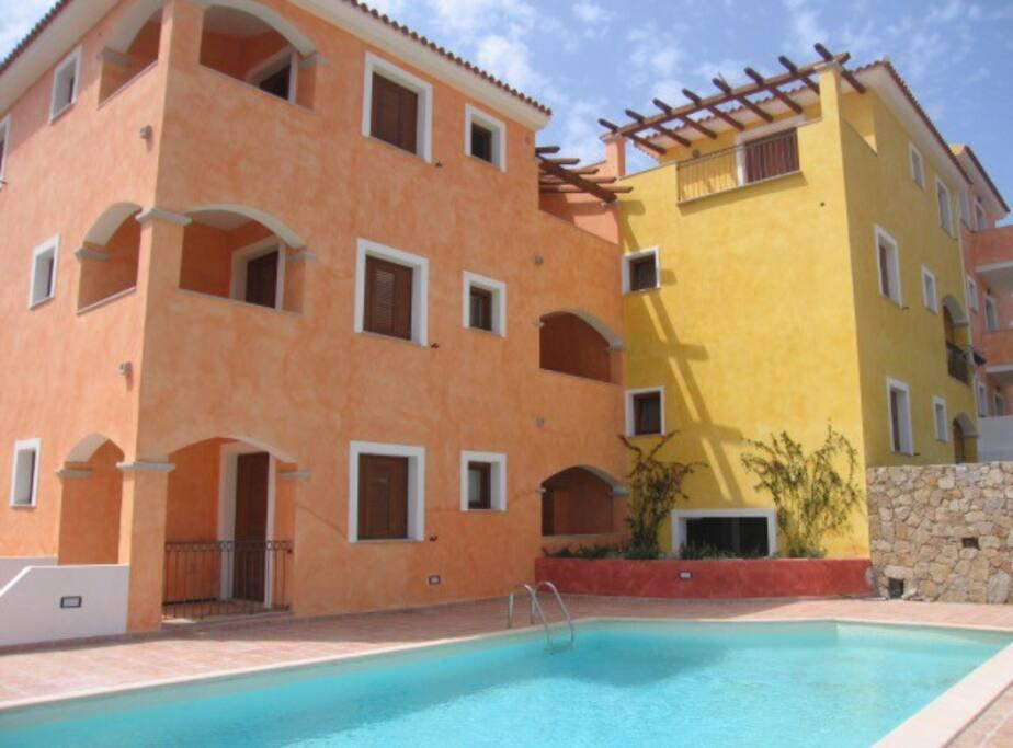 Splendido bilocale in residence con piscina appartamenti - Residence con piscina sardegna ...