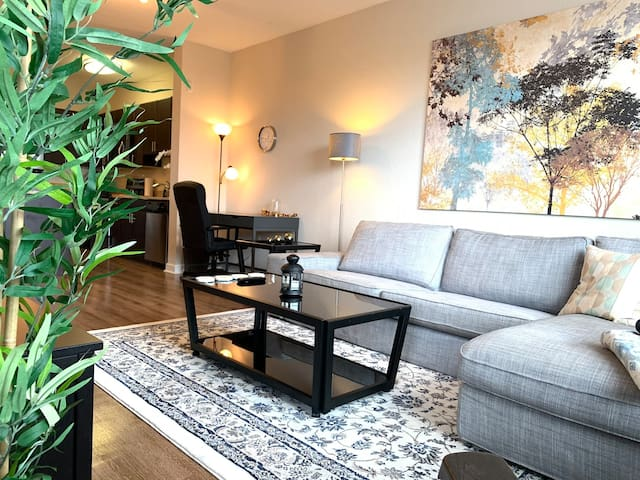 Stylish Apt in Central TPA, Best Dining and Shops
