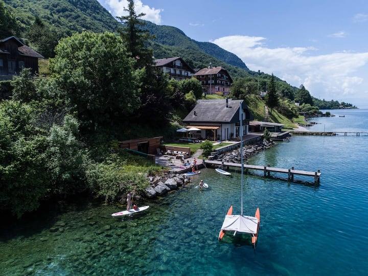 Waterfront villa - lake Geneva  'Pieds dans l'eau'