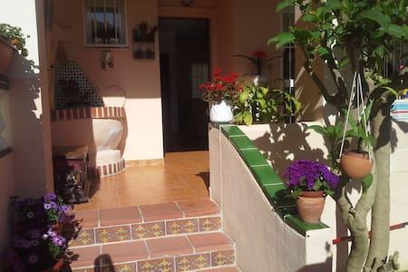 Beautiful Spanish Villa 2 minutes from the beach. - Nerja