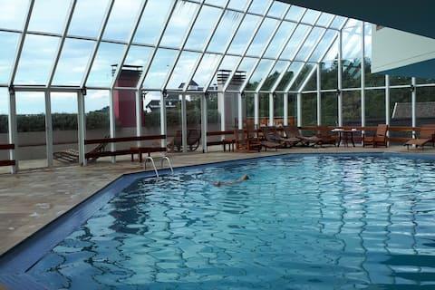 Campos do Jordão Flat, heated pool, comfy retreat!