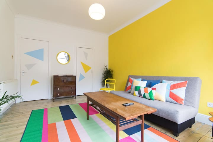 Gorgeous Colourful Flat with WIFI - Glasgow
