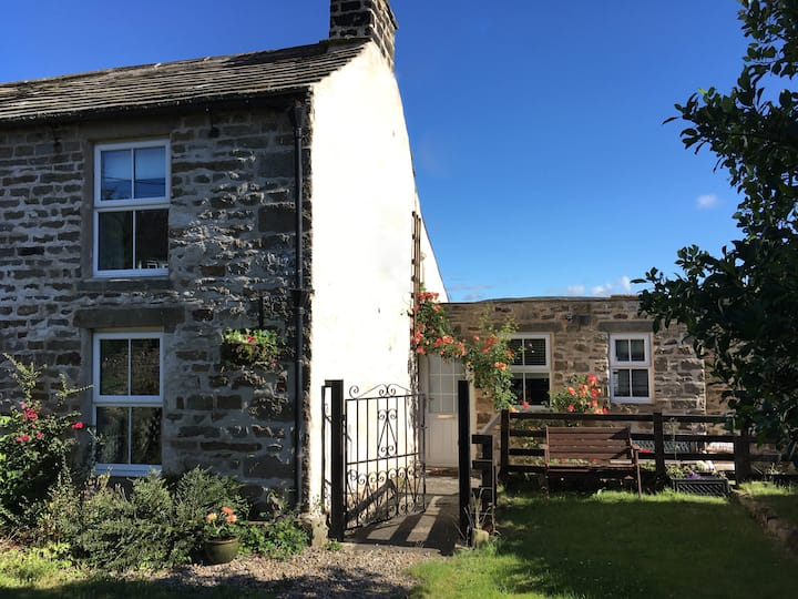 Holmlea - A Comfortable and Cosy Cottage for Two