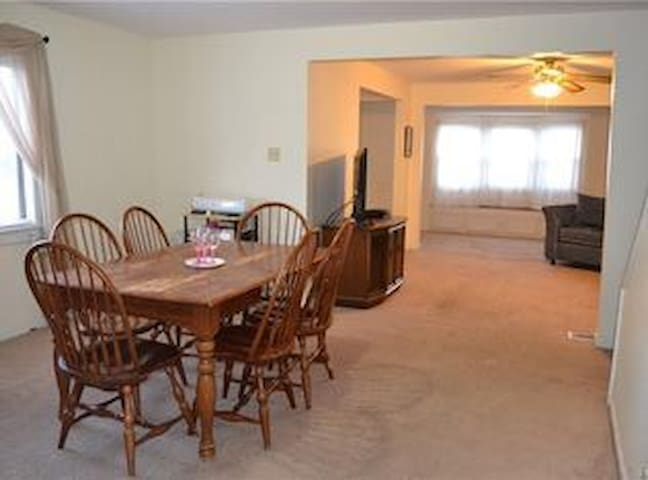 Spacious Home - Tonawanda - House