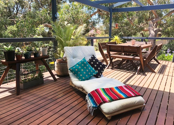 CURRAWONG COTTAGE - Surf shack in the bush
