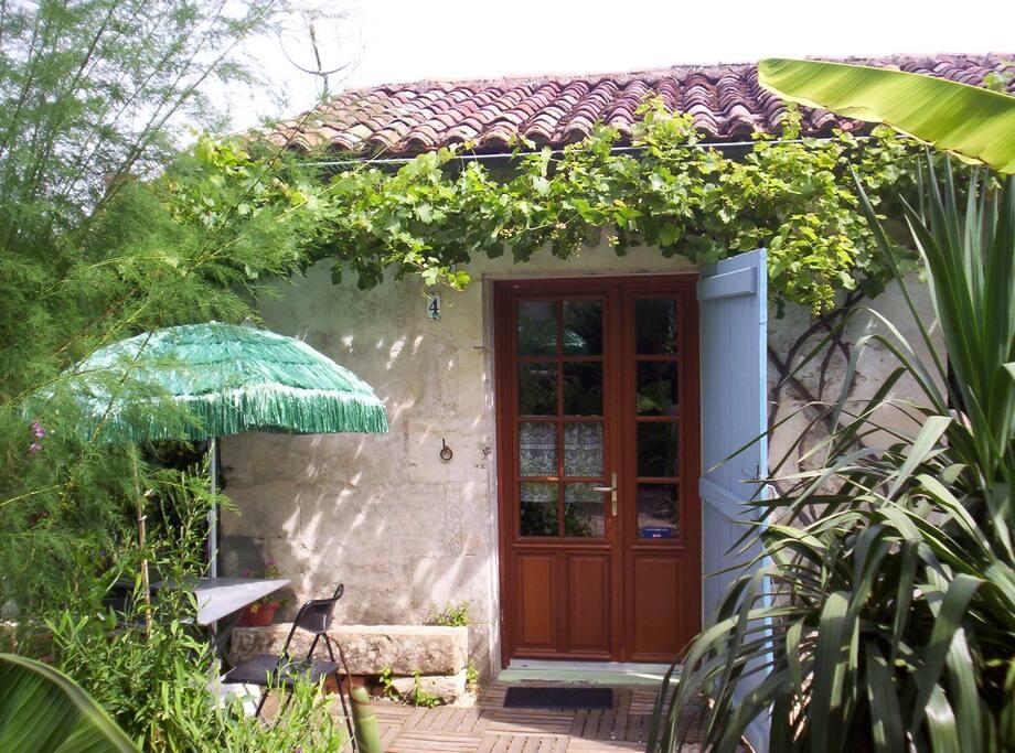 Mini studio ind pendant bungalows louer fontenay le for Location garage fontenay le comte