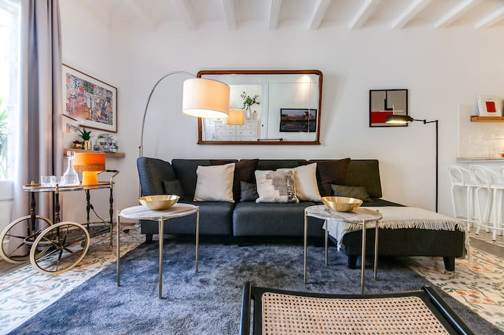 CHARMING FLAT NEXT TO RAMBLAS. DAILY CLEANING!
