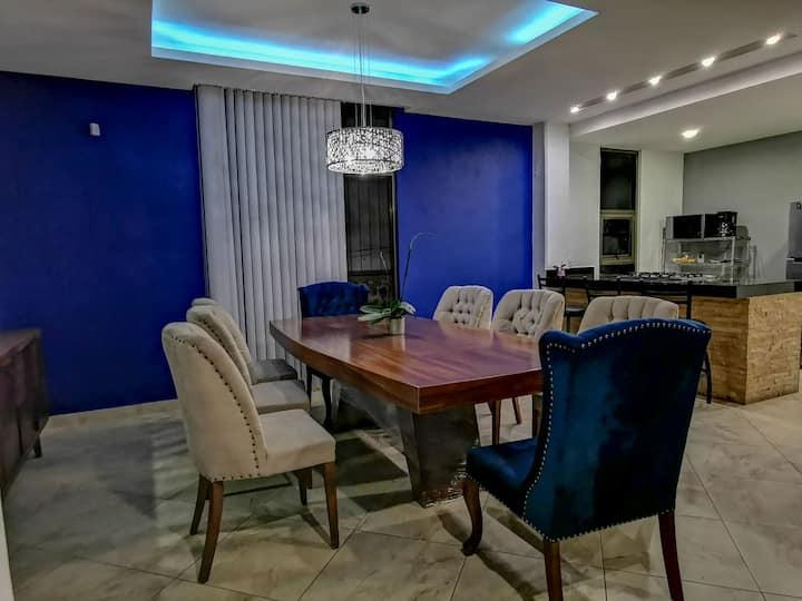 Hermosa y amplia habitación cerca de Amanali