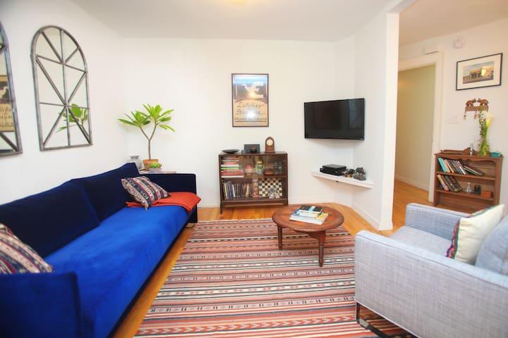 La Casa in Brooklyn: Stylish Apt. with Patio