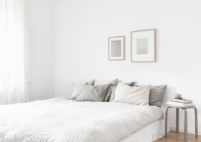 2 Bedroom Apartment- New- Private, Cosy + WiFi (FM
