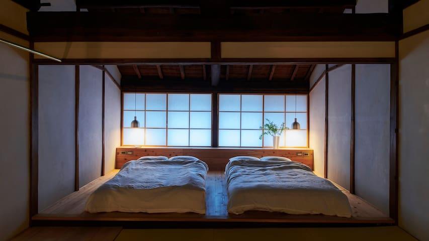 NEW OPEN  一組限定の隠れ家 奈良クリエイターコラボ宿 築140年の奈良町屋を宿泊施設に改修