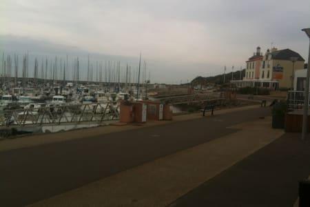 MAISON DANS RESIDENCE PIERRE ET VACANCES - Talmont-Saint-Hilaire - 独立屋
