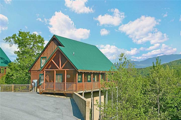 Lance's Loft | Amazing Mountain Views! | Heart of Pigeon Forge | Hot Tub | Pool Table & Games