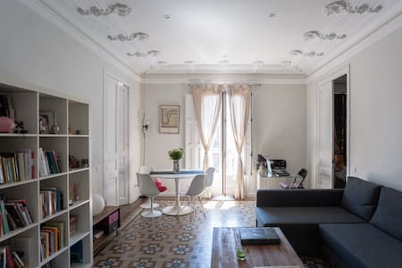 Sunny double room with private bathroom P.Gracia - Barcelona