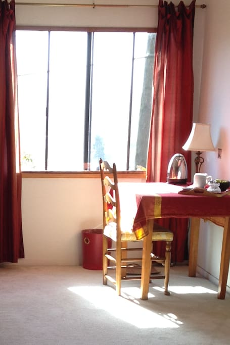 Edward Hopper...desk