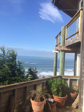 Pemberley by the Sea cliffside, seaside, hot tub!! - Dillon Beach - Casa