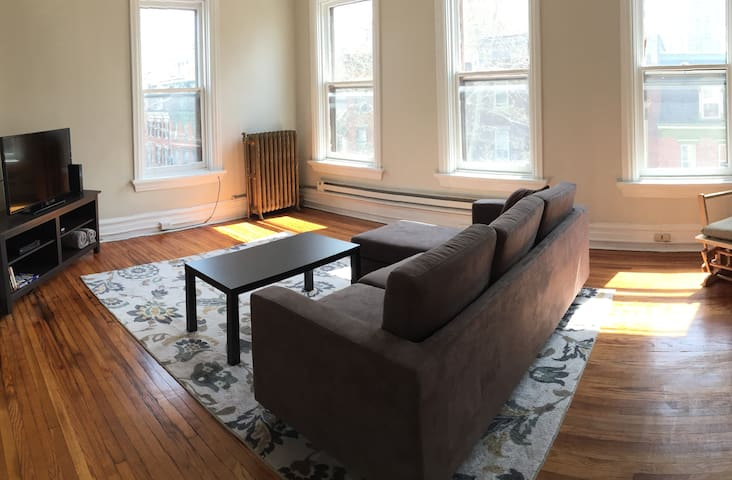 Sunny w Views 2 blocks from Capitol - Harrisburg - Apartment
