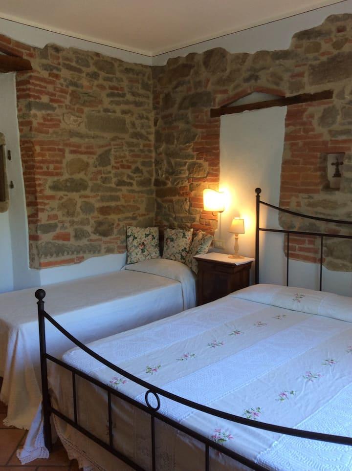 Camera tripla con bagno privato esterno