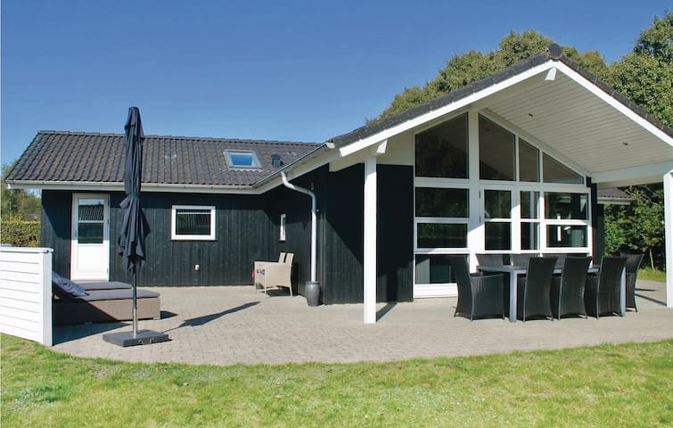 Holiday cottage with 4 bedrooms on 112m² in Toftlund