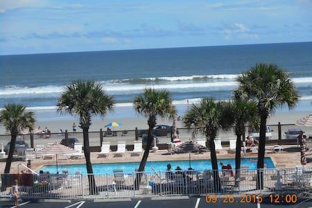 RIGHT ON WORLD'S MOST FAMOUS BEACH! - Daytona Beach - Villa