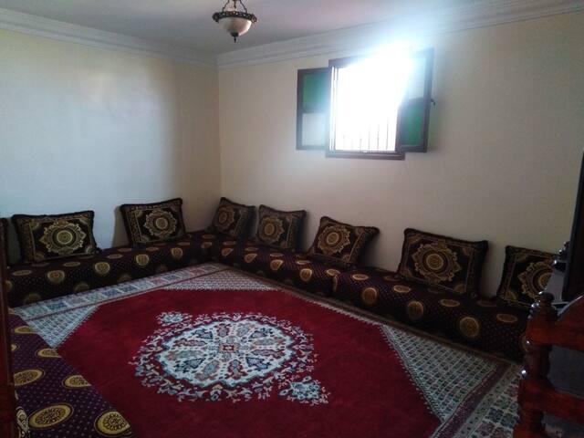 Appartement meublé avec un style saharien