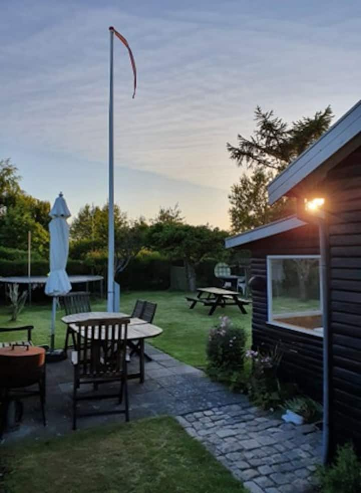 Cozy small summer house 15 minutes from Copenhagen