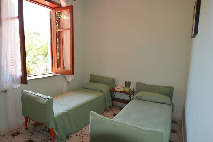 Stanza in Villa - Room Holiday - - Torregrotta