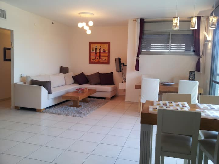 Beautiful, fully furnished apartment in Ramat Gan.