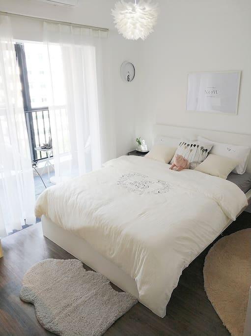 【卧室】高颜值的宜家床架最柔软的宜家床垫,舒适的床上用品,给你最优质的睡眠。