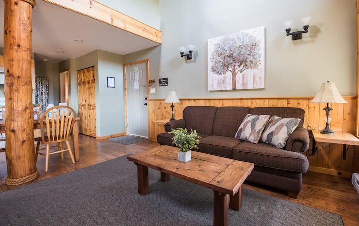 Cozy rustic 2 bedroom Cabin suite #4