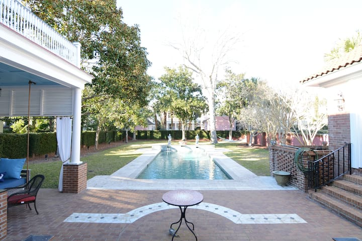 The Gatsby (Palatial Waterfront Mansion w/ Pool) - Charleston - House