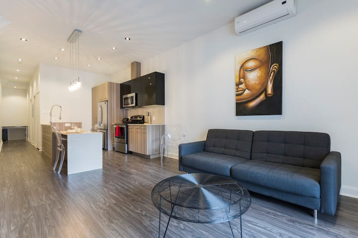 2 BDRM IN NEW LUXURY APP HEART OF DOWNTOWN MTL #1