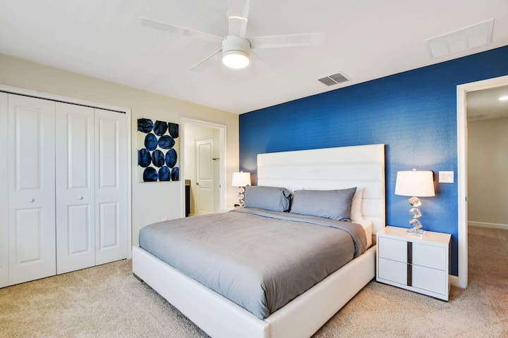 The 2nd floor master bedroom enjoys this king-size bed, nightstands with lamps, dresser with flat screen HDTV and walk in closet space, plus a private en-suite bathroom.