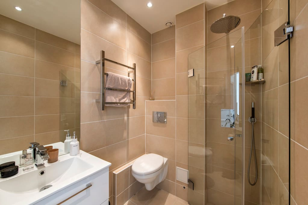 Bathroom with heated floors and heated towel rail
