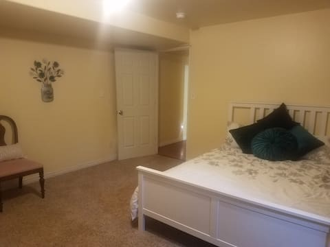 Cute newer one bedroom basement apt near park