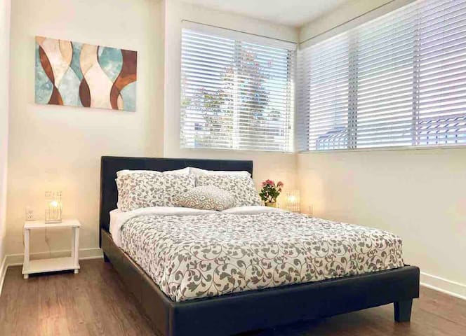 2BDR/2BA APARTMENT ON SANTA MONICA! OCEAN