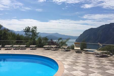 Anfiteatro Resort, Lago D'Iseo - Via degli Apostoli