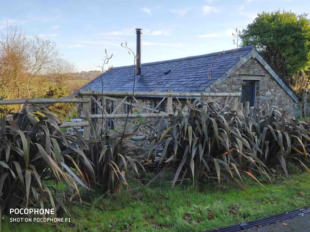 Little Barn with log burner near Bude Sleeps 2