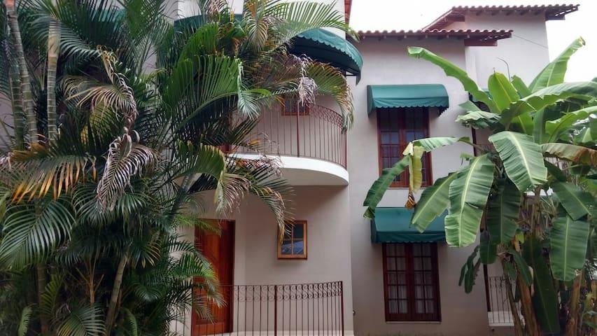 Chalé com 2 quartos+cozinha+WiFi - Paraty - Pis