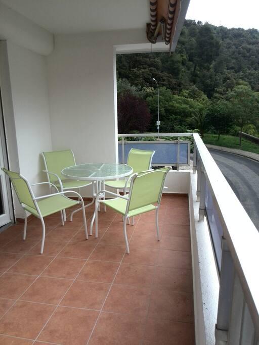 Terrasse de 10 mètres de long, ensoleillé toute la journée