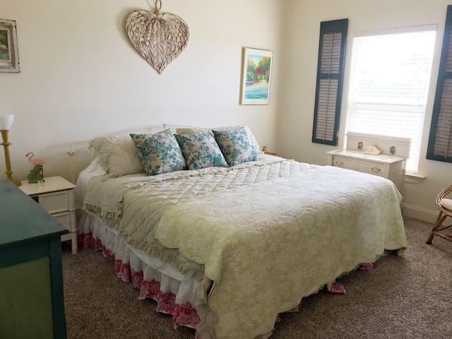 King size bed in upstairs guestroom.