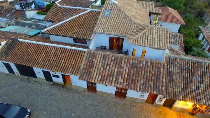 Apartment Suite Lilies + Terrace, Casa Florita