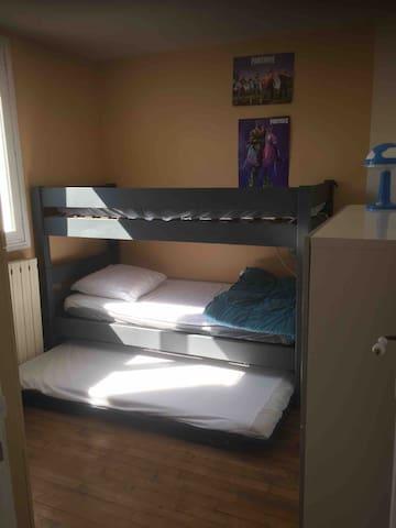 Possibilité d'avoir jusque 3 couchages dans cette chambre.